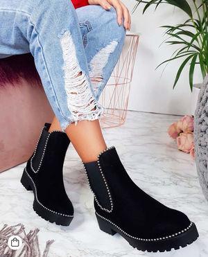 Loraine boots sued black